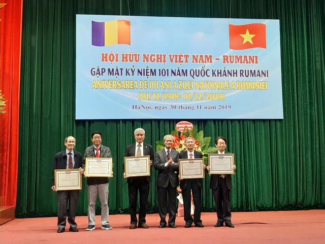gan 200 dai bieu tham du gap mat ky niem 101 nam quoc khanh rumani