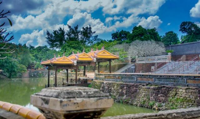 hue tang phi tham quan lieu co giu chan duoc du khach