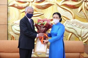 VUFO trao phần thưởng cao quý nhất cho ông Kamal Malhotra - Điều phối viên thường trú của LHQ tại Việt Nam