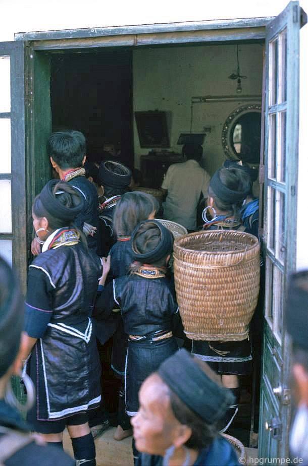 chum anh phien cho sapa nam 1992 trong anh cua du khach nuoc ngoai