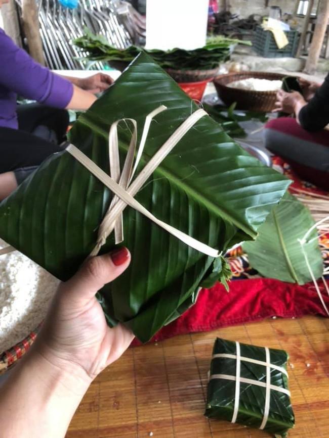 tham hoa banh chung tet khien cu dan mang cuoi nghieng nga