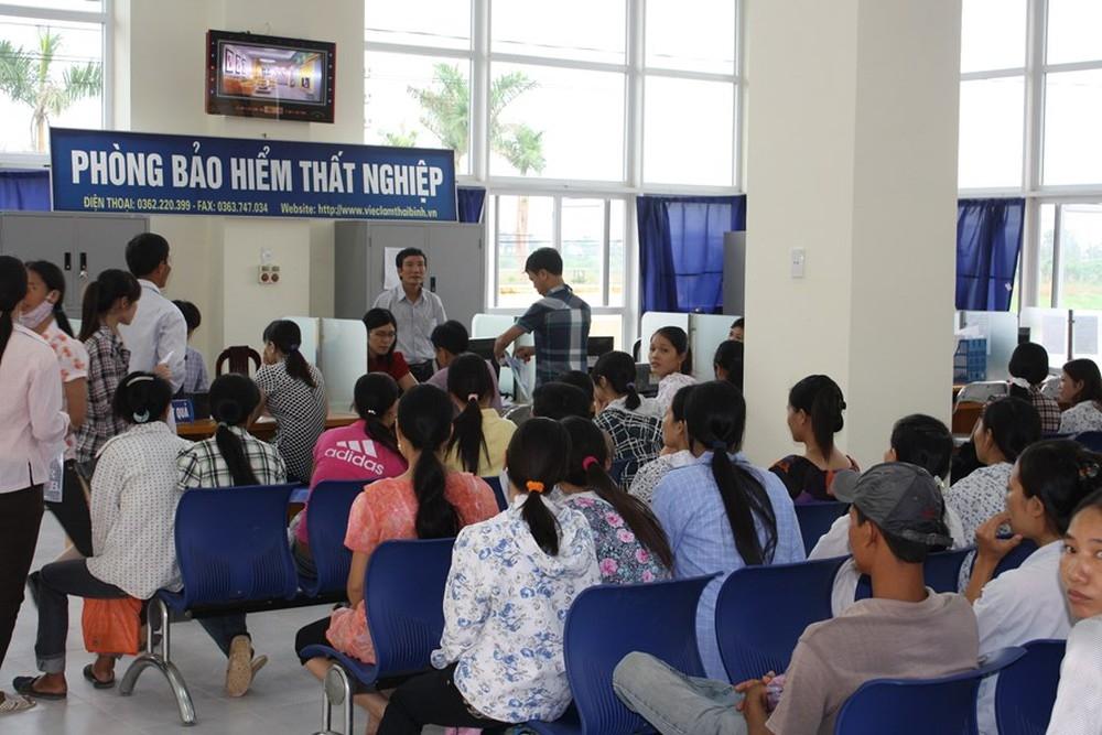ha noi gan 7000 nguoi nop ho so xin huong tro cap that nghiep 2 thang dau nam
