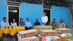 Trao nhà mới cho 3 gia đình Campuchia gốc Việt gặp hỏa hoạn