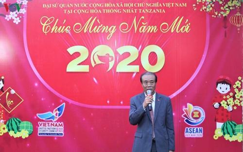 tet cong dong chao xuan canh ty 2020 tai tazania va hy lap