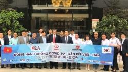 Doanh nhân, doanh nghiệp Hàn Quốc tặng khẩu trang, dung dịch khử khuẩn cho khu cách ly tại Quảng Ninh