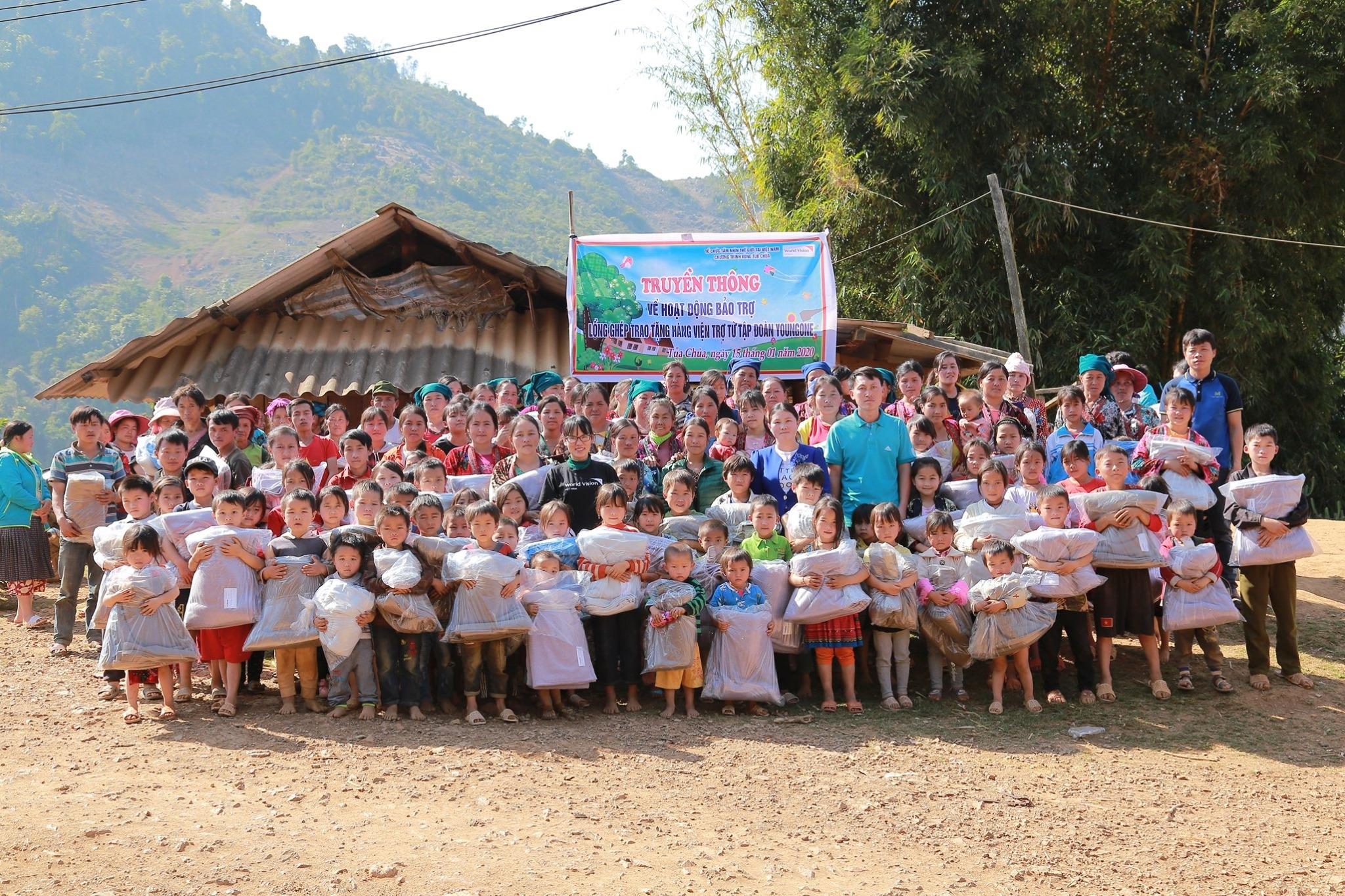 tam nhin the gioi world vision vietnam trao 30 con bo giong cho nguoi dan dien bien