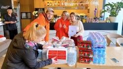 Cộng đồng người Việt Nam tại Ba Lan tài trợ 800 suất ăn trưa cho Bệnh viện Warszawa