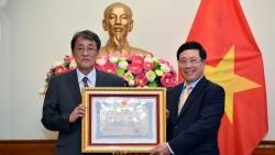 Phó Thủ tướng Phạm Bình Minh trao Huân chương Hữu nghị cho Đại sứ Nhật Bản Umeda Kunio