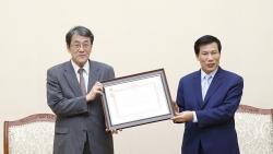 Trao Kỷ niệm chương vì sự nghiệp Văn hóa, Thể thao và Du lịch cho Đại sứ Umeda Kunio