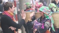 Hướng dẫn thủ tục gia hạn cho du khách nước ngoài mắc kẹt ở Việt Nam