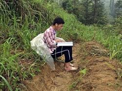 Nam sinh Cờ Lao, Hà Giang ngày ngày leo 5km đường núi tìm wifi để học online