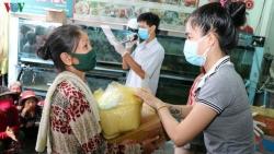 Doanh nghiệp Việt trao 130 suất quà giúp đồng bào tại Campuchia phòng chống COVID-19