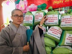Hội Phật tử Việt Nam tại Hàn Quốc trao quà cho bà con khó khăn tại Củ Chi, thành phố Hồ Chí Minh chống COVID-19