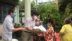 Tỉnh Kiên Giang hỗ trợ 217 triệu đồng giúp bà con Campuchia gốc Việt chống COVID-19