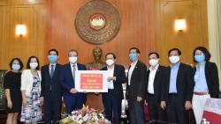 Kiều bào Hàn, Thái trao hơn 700 triệu đồng cho Mặt trận tổ quốc Việt Nam để phòng, chống COVID-19