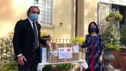 Đại sứ quán Việt Nam tại Italia hỗ trợ vật tư y tế ủng hộ nước sở tại chống COVID-19