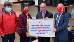 Cộng đồng người Việt tại Đức tặng 100.000 khẩu trang cho nhân dân 16 bang ở Đức