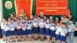 zhishan foundation ho tro hon 200 trieu dong giup hoc sinh 5 tinh mien trung lam ban voi sach