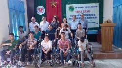 Sen vàng Berlin trao tặng 10 xe lăn cho người khuyết tật và trẻ mồ côi tỉnh Thừa Thiên Huế