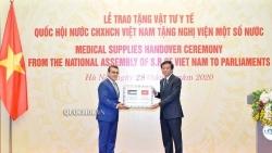Quốc hội Việt Nam tặng vật tư y tế giúp Nghị viện các nước châu Phi, Trung Đông chống COVID-19