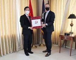 Đại sứ quán Việt Nam tại Hoa Kỳ tặng 500 khẩu trang cho DFC