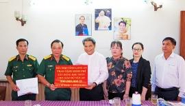 Bộ Chỉ huy quân sự tỉnh Long An trao gần 400 triệu đồng kinh phí hỗ trợ giáo dân Tân An