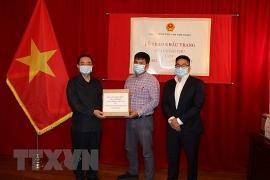 Chính phủ trao tặng 50.000 khẩu trang giúp cộng đồng người Việt tại Canada vượt COVID-19