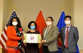 Đại sứ quán Việt Nam trao tặng 3.500 khẩu trang cho Thành phố Washington