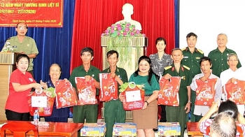 Trao 250 phần quà cho thương binh, gia đình có công là hội viên Hội Hữu nghị Việt - Lào; Việt Nam - Campuchia