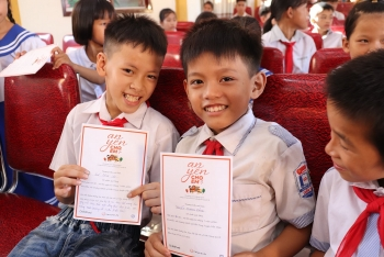 ChildFund trao 1.000 phần quà hỗ trợ học sinh bước vào năm học mới