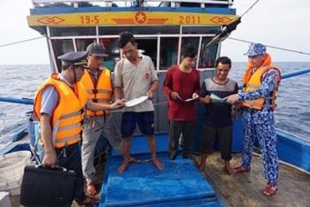 Cảnh sát biển đồng hành với ngư dân: Điểm tựa pháp lý vững chắc cho  ngư dân bám biển