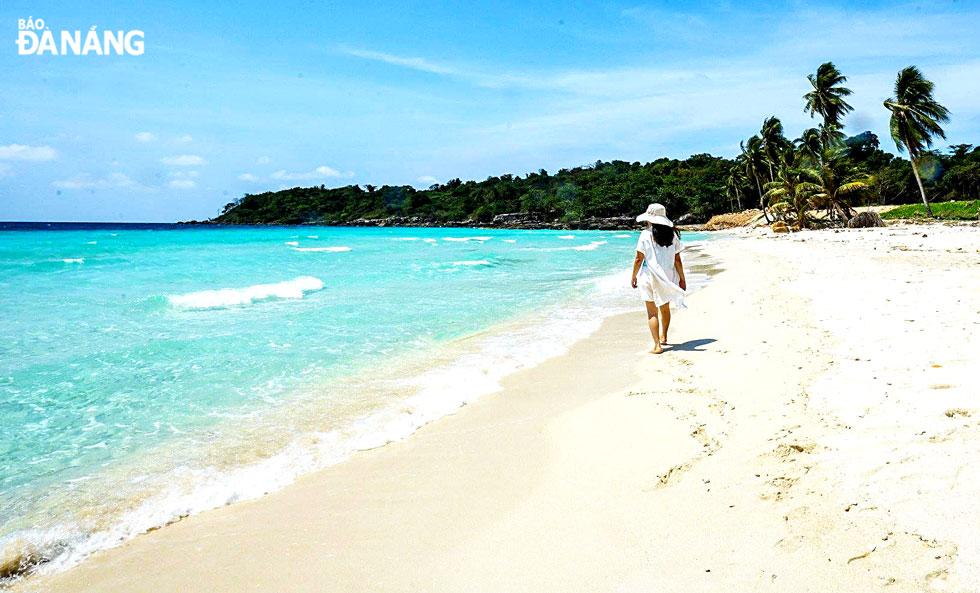Biển xanh, cát vàng ở Hòn Từ.