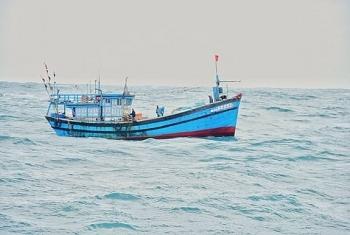Tàu kiểm ngư hỗ trợ cấp cứu ngư dân Đà Nẵng bị nạn trên biển