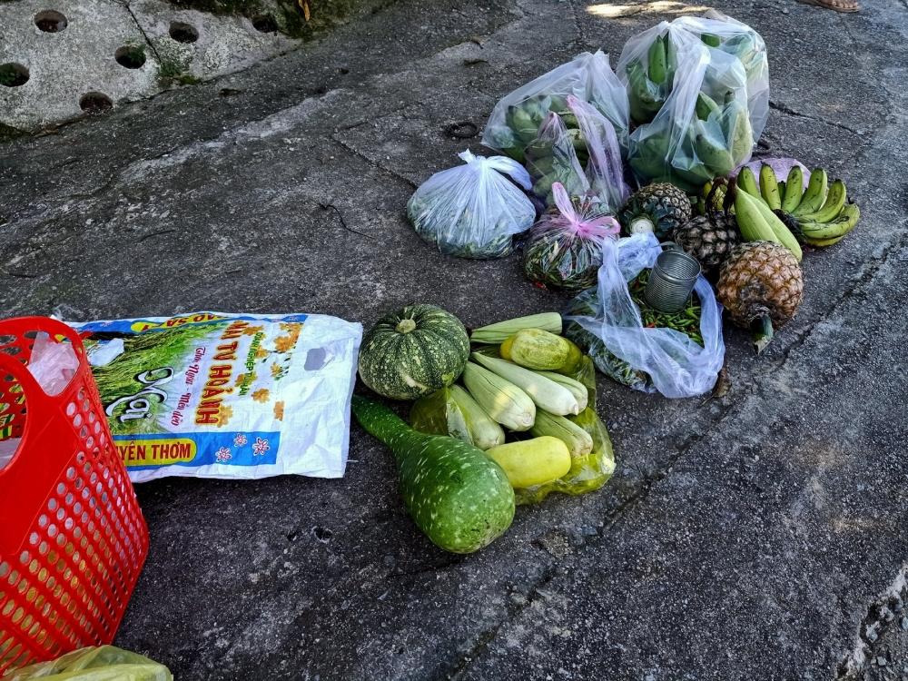 Quảng Nam: Ngôi chợ lạ ở huyện biên giới Tây Giang gi gỉ gì gi cái gì cũng bán giá 5 ngàn - Ảnh 2.