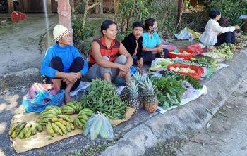 Độc đáo 'chợ năm ngàn' ở huyện biên giới Tây Giang