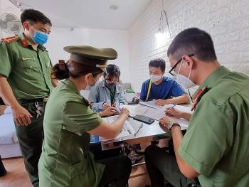"""Hai cô gái tại Đà Nẵng bị bắt vì đưa chuyên gia """"rởm"""" vào Việt Nam"""
