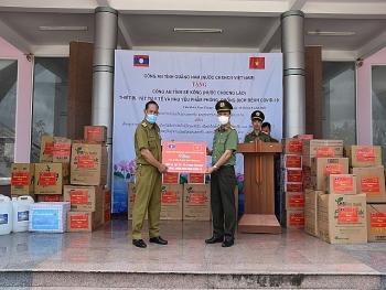 Công an Quảng Nam tặng thiết bị, vật tư y tế phòng chống Covid – 19 cho Công an tỉnh Sê Kông – Lào