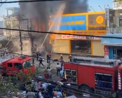 Phú Yên: Cháy lớn tại cửa hàng điện máy lúc sáng sớm