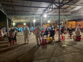 Đà Nẵng: Trắng đêm phong tỏa, xét nghiệm tại cảng cá Thọ Quang