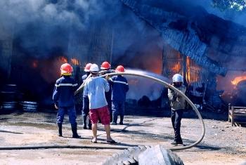 Cháy lớn tại xưởng lốp ở Quảng Nam