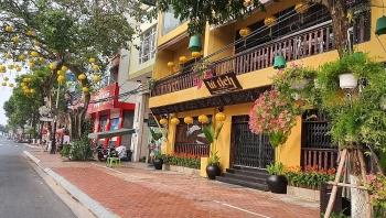Trước thời điểm giãn cách toàn thành phố vào 0h ngày 28/7, người dân Đà Nẵng đồng loạt đóng cửa ngừng kinh doanh