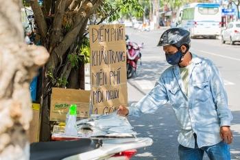 Đà Nẵng: Nhiều điểm phát khẩu trang miễn phí cho người dân