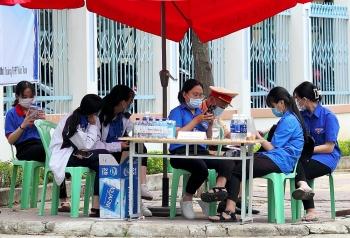 Hơn 12 nghìn thí sinh Đà Nẵng đội mưa dự thi Kỳ thi Tốt nghiệp THPT năm 2021