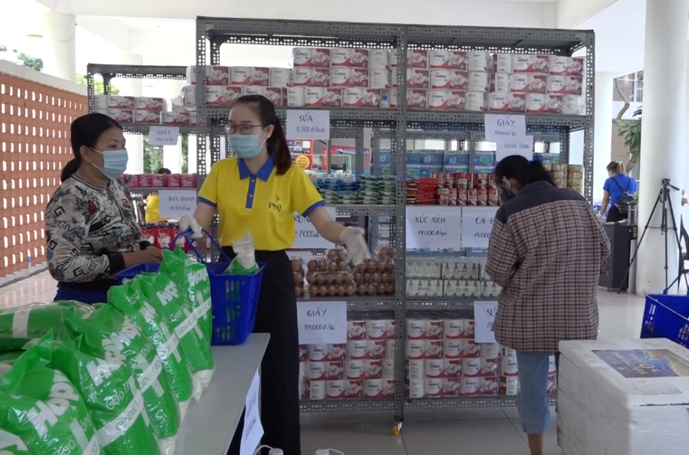 """Những """"siêu thị 0 đồng"""" cho nhiều người khó khăn ở Đà Nẵng"""