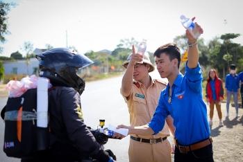 Nhiều địa phương miền Trung tạm dừng đón công dân từ vùng dịch trở về