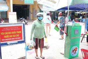 """Robot tự động """"đếm người-sát khuẩn Covid-19"""" xuất hiện ở chợ Đà Nẵng"""