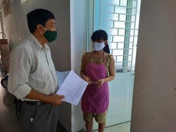 Đà Nẵng trao tiền hỗ trợ cho người dân cách ly