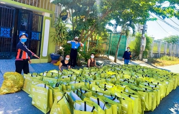 Người dân Đà Nẵng được nhận thực phẩm hỗ trợ trong những ngày đầu phong tỏa