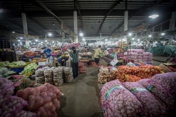 Cửa hàng ăn uống, chợ hoạt động nhộn nhịp trong ngày đầu được mở trở lại sau COVID-19 ở Đà Nẵng