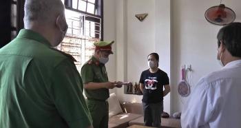 Đà Nẵng: Bắt khẩn cấp 2 nữ quái làm giả sổ đỏ rao bán để chiếm đoạt 3,5 tỷ đồng